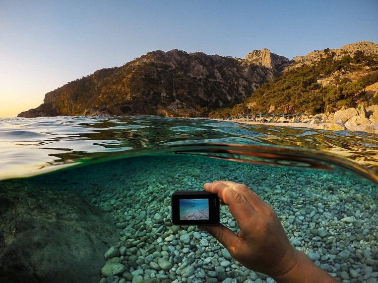 taking photo underwater if GoPro 5 black during travel