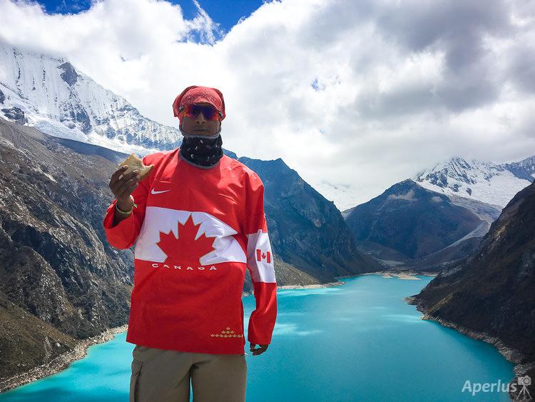 Canadian Hiking in Jatun Cocha, Perua